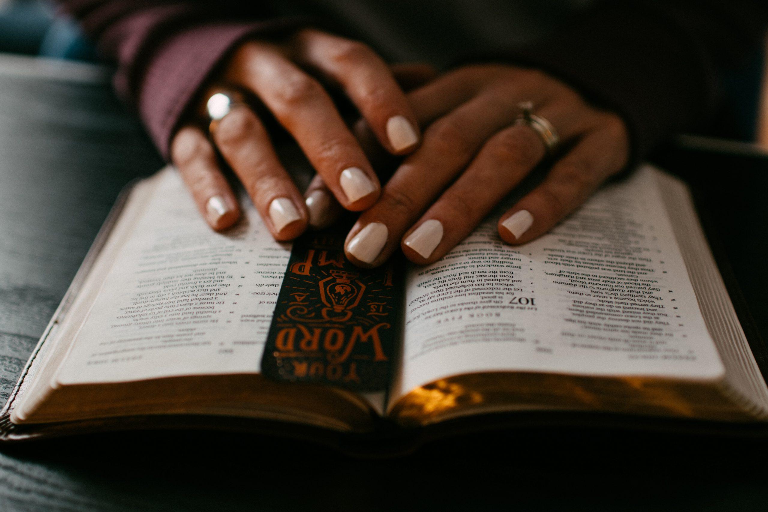 OPRAVTE SI TO PROSÍM alebo ĎALŠÍCH SEDEM VECÍ, KTORÉ NIE SÚ V BIBLII PRELOŽENÉ PRESNE
